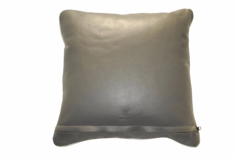 coussin en cuir atlantique anthracite. Black Bedroom Furniture Sets. Home Design Ideas